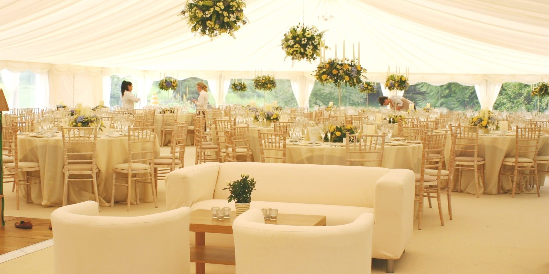 Decorating your wedding marquee hatch marquee hire for Ideas to decorate